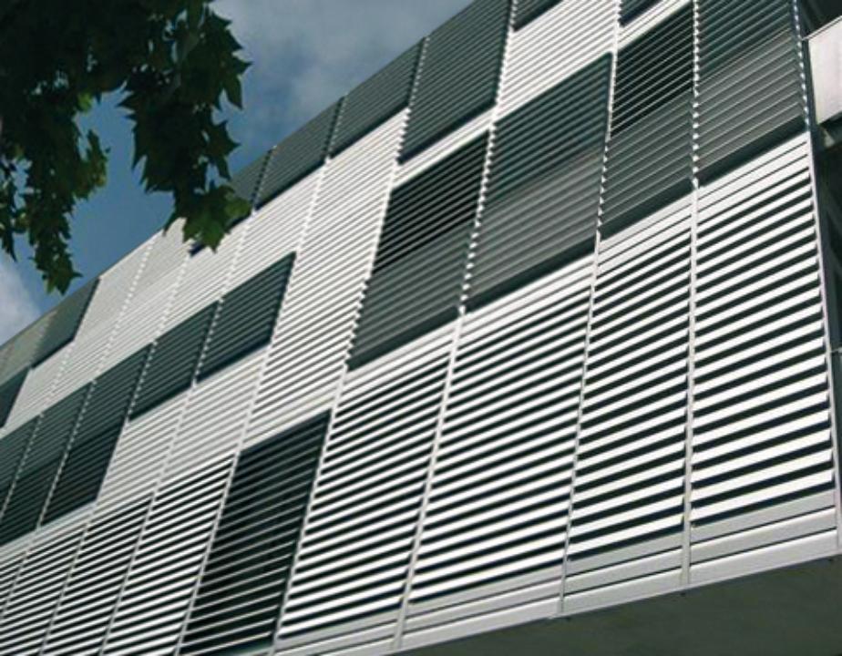 Celos as de aluminio con marco fijo gravent cortinas y - Celosias de aluminio ...
