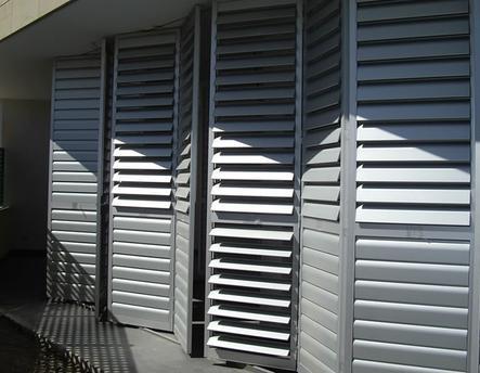 Celosías de aluminio con marco corrugable horizontal