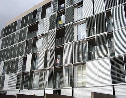 Celosías de aluminio con marcos correderos