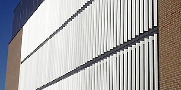 Teatro Yébenes Celosías de aluminio con marco fijo