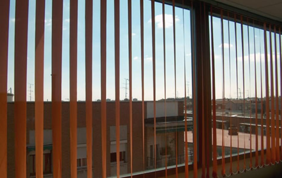 Centro educativo cortinas verticales