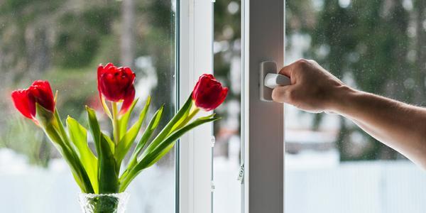 abrir las ventanas para ventilar la casa