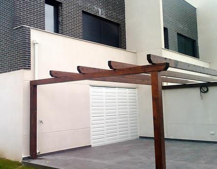 Viviendas Madrid celosías de aluminio con marco corrugable