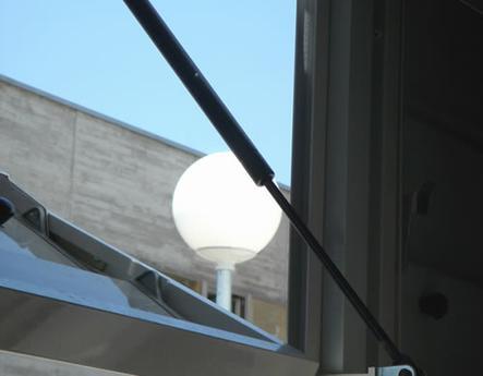 Detalle celosía de aluminio corrugable