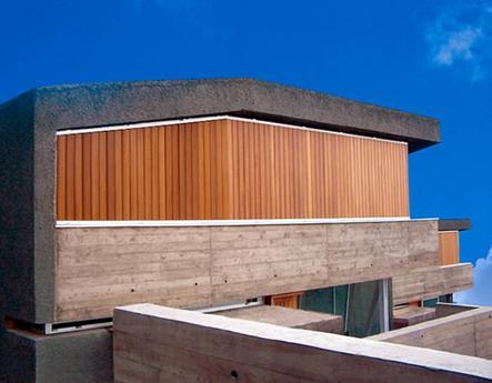 Vivienda Tenerife celosía de madera con marco fijo